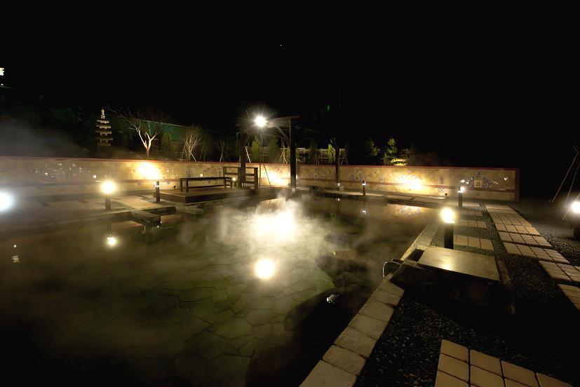 ... 雪見露天風呂としてお楽しみ