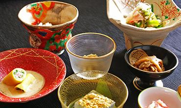 朝食「多彩な小鉢」