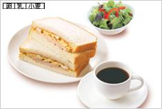 5.たまごとハーブ鶏のサンド><(モーニングサラダ付き)