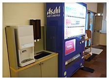冷水と自動販売機