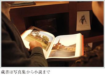蔵書は写真集から小説まで