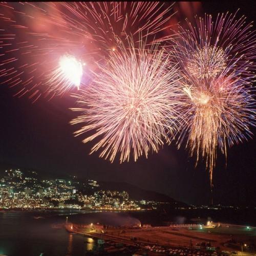 《アクティブ》目の前で打上げ!アタミ海上花火大会観覧ツアープラン
