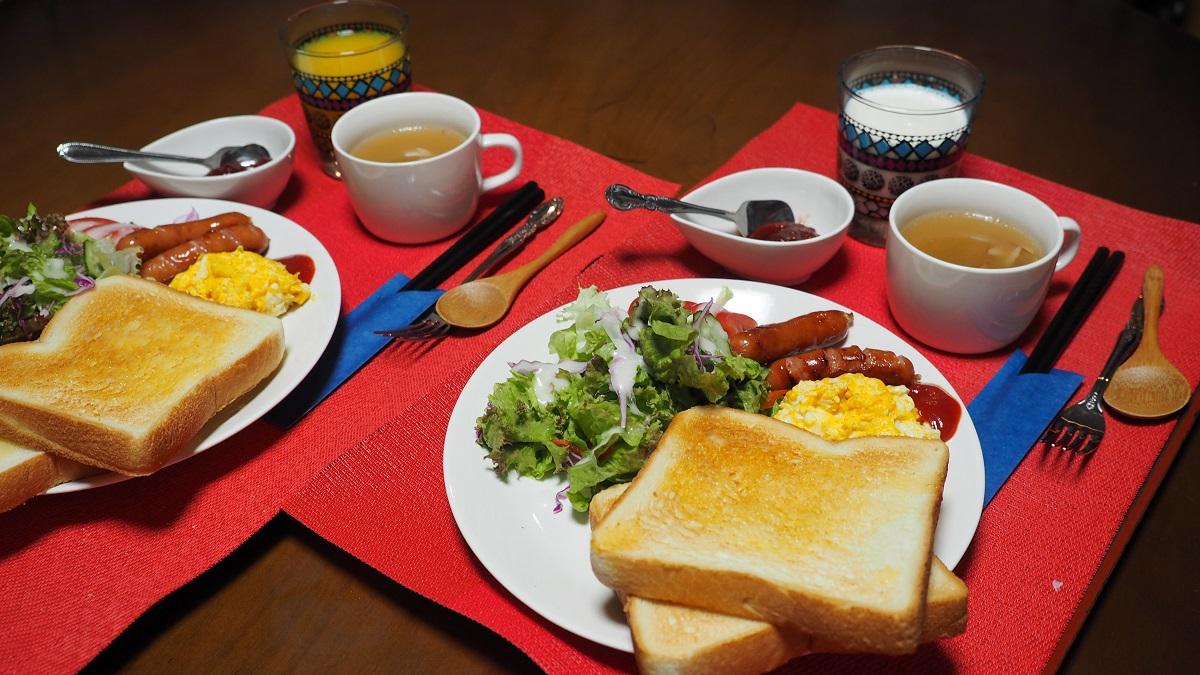 《トースト&エッグ・モーニング朝食》♪♪夜は居酒屋?出前?温泉三昧♪♪無料貸切風呂の宿。湯畑至近!
