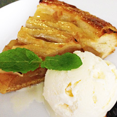 アップルパイ バニラアイス添え