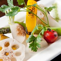季節野菜と根菜の温製サラダ