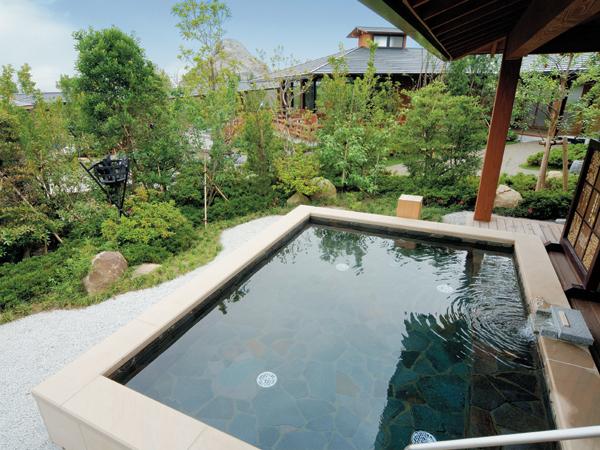 池泉庭園の湯