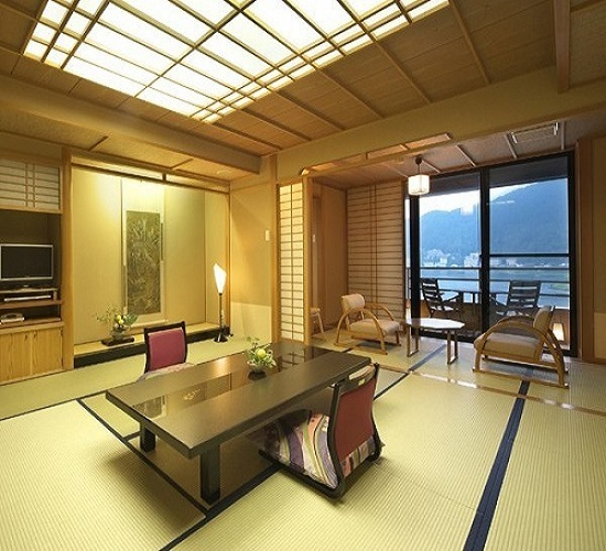 Lake View Japanese-Style Room with Cypress Bath