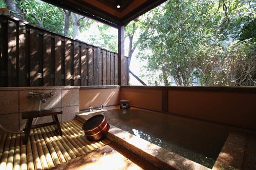 室の露天風呂付き客室と、3つ ...