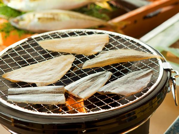 香ばしい薫りが食欲をそそる地魚の干物の炙り