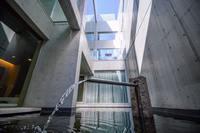 建築家安藤忠雄より設計されたハウス、空を見上げると東京タワー/民泊【Vacation STAY提供】