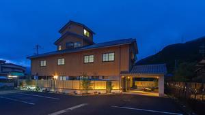 「竹田城跡とカニ料理の旅館 古城」