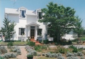ペンション 小さな白い家
