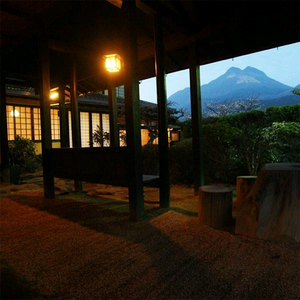 湯布院 昔懐かしい純木造日本旅館 由布院温泉 山荘 田名加