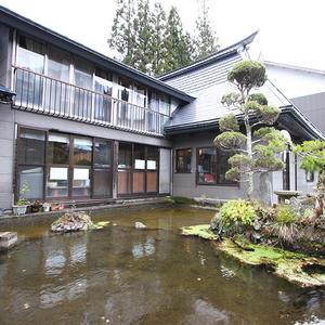 秋山郷の料理民宿 苗場荘