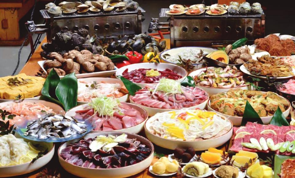 魚介類や肉類、刺身や野菜など約12種類・50品以上が食べ放題!