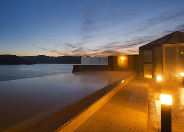 景色と温泉がひとつに繋がる絶景!インフィニティ風呂がある宿16選