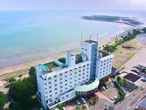 目の前に水質判定がAA以上の海水浴場があるホテル