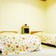 ツインベットルーム:液晶テレビ・枕・手縫いのベットカバー・カーテン・シーツ新品交換、室内は清潔除菌