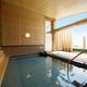 敷地内から湧き出る天然温泉100%かけ流し露天風呂。猪苗代湖一望の眺望。