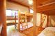 2階:隣合せの2段ベッドで夜のおしゃべりも弾みます