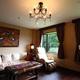 広々とした洋室で、お部屋の広さは30畳のゆったり空間。
