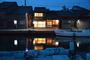 水辺の民家ホテル カモメとウミネコ