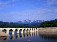 旧国鉄士幌線コンクリートアーチ橋粱群・写真