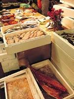 八戸市営魚菜小売市場・写真