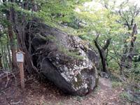 大石神ピラミッド・写真