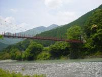 小山の吊橋
