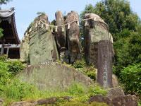熊野神社の五枚岩・写真