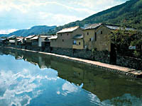 平福川端風景