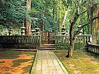 毛利元就の墓・写真