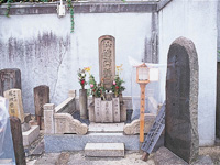 井原西鶴の墓(誓願寺)・写真