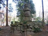 伝・山部赤人の墓・写真
