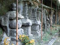 小倉磨崖石塔