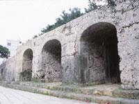 祟元寺石門(旧祟元寺第一門及び石牆)・写真