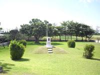 アーニーパイル記念碑