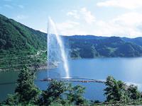 月山湖大噴水・写真