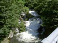 雨降りの滝・写真