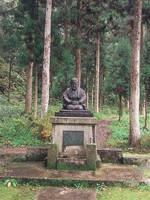 瓜生岩子の像