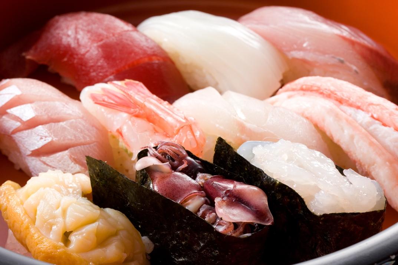 壽司與生魚片