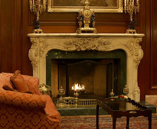 The warm atmosphere of the fireplace-lit lobby.