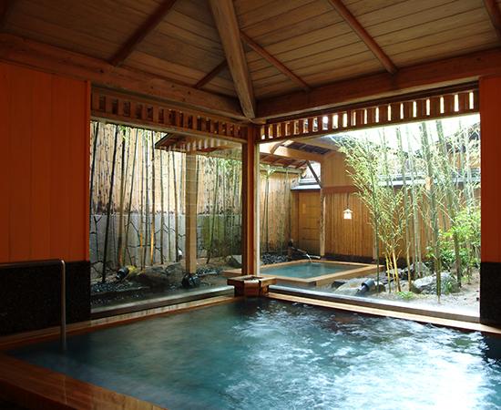 There are three large communal baths at Nishimuraya Honkan, including the Kichino-yu bath shown here.