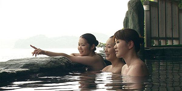 女子旅で露天風呂