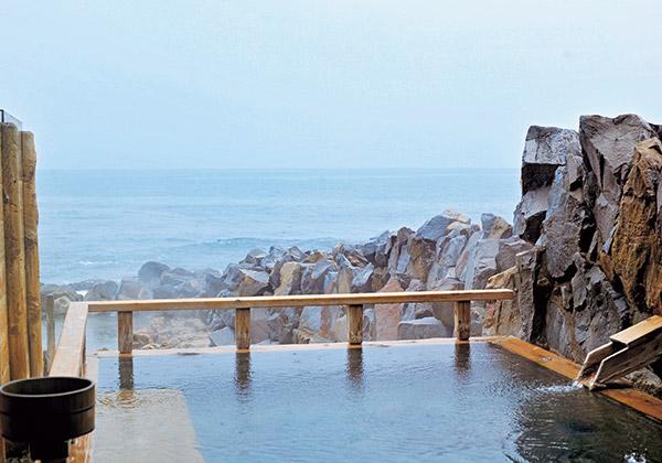 【3】白浜を代表する名湯「崎の湯」に浸かろう
