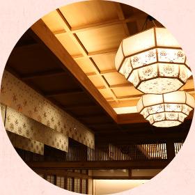 ギルティング和紙による照明・天吊りシェード(大広間休憩室)