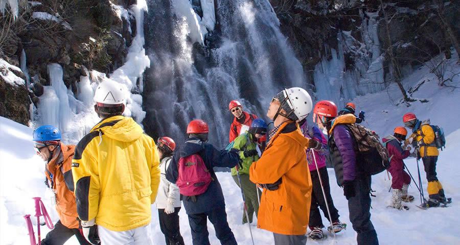 小坂の滝めぐり冬ツアー(下呂市)