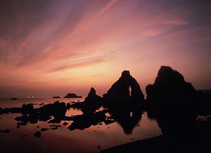 高瀬の夫婦岩(夕日スポット)