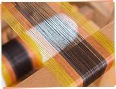 ③糸はピンっとはって、模様になる色を組み合わせ。